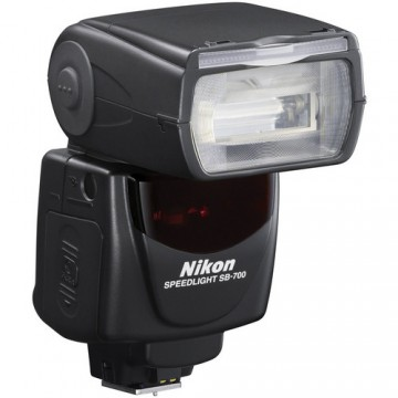 NIKON SB-700 SPEED LIGHT